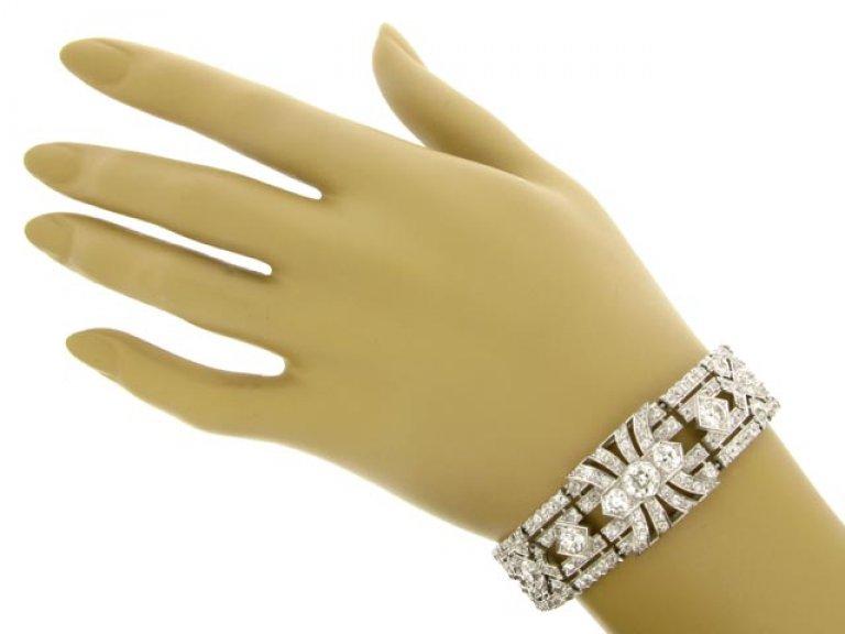 hand view Exceptional diamond bracelet in platinum, circa 1920.