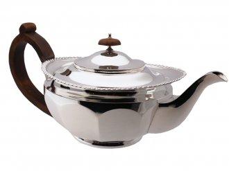 Mappin & Webb Silver tea pot, English, circa 1931.