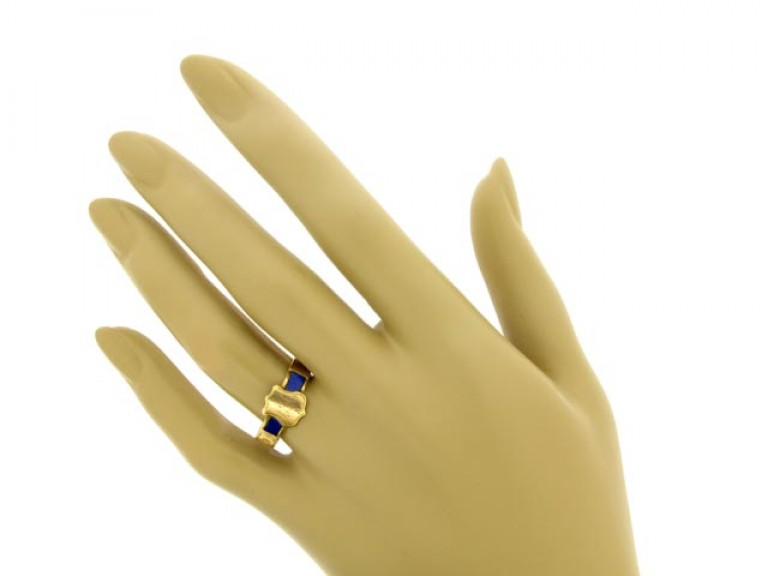 15ct Gold Memorial Ring Set with Lapis.