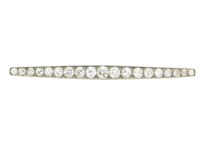 front view Diamond bar brooch, circa 1930.
