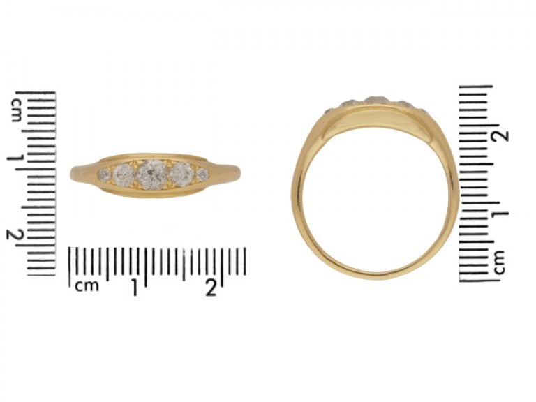 size view Five stone diamond ring in yellow gold, circa 1900.