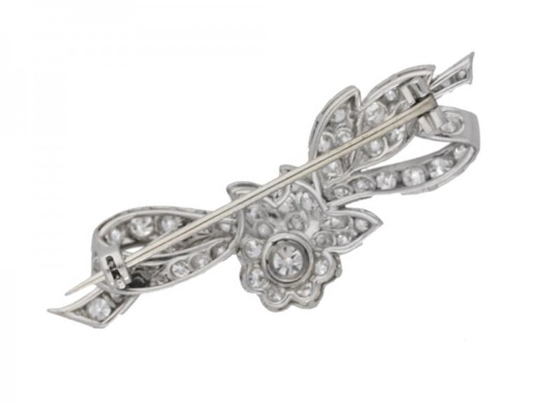 Diamond brooch in platinum, circa 1910.