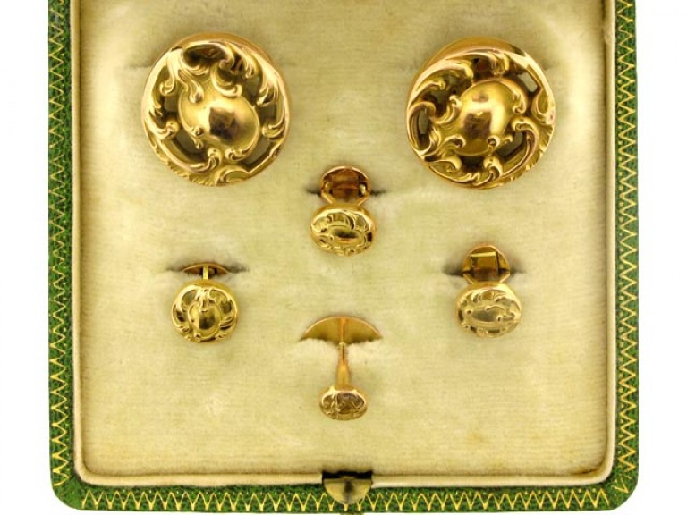 boxed view Dress set in yellow gold French circa 1900