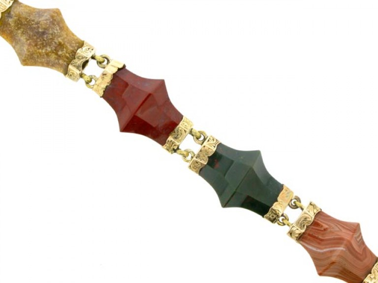 FRONT VIEW Antique Scottish agate padlock bracelet in gold.
